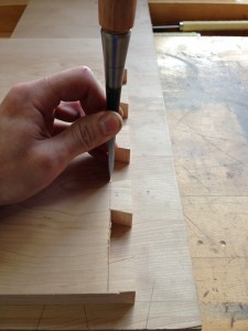photo dovetail with chisel and hand
